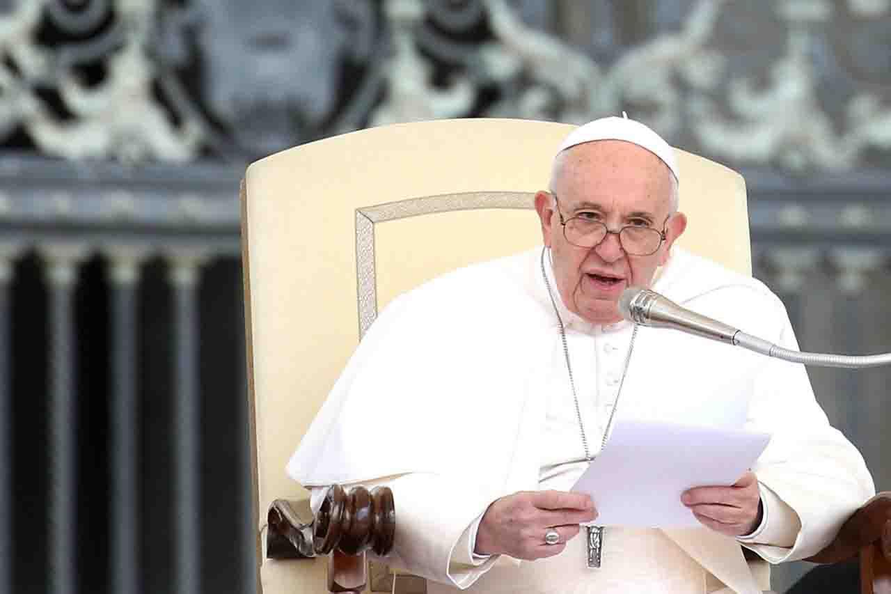 Papa Francesco dignità della donna
