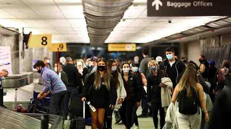 americani in viaggi per thanksgiving casi covid peggioramento tempi bui