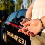 Si finge agente sotto copertura per ottenere un alloggio: fermato e multato