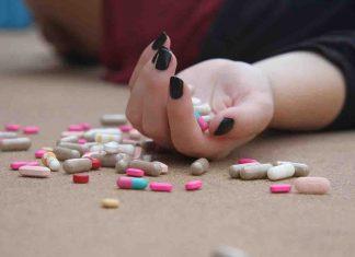 ragazza 16 anni mix alcol droga coma