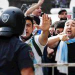 Camera ardente Maradona: scontri tra la folla e la polizia [VIDEO]