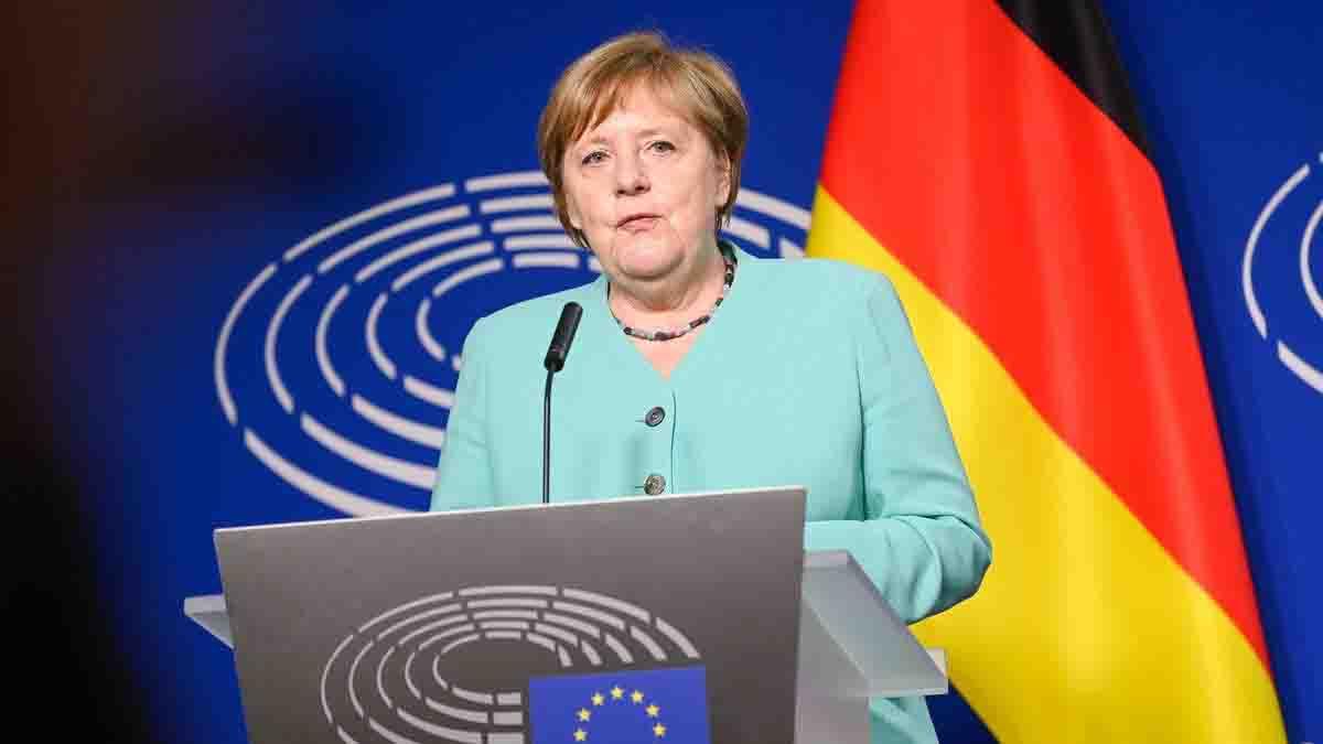 L'annuncio di Angela Merkel: altre misure prima di Natale