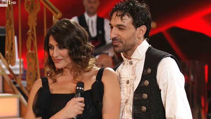 Elisa Isoardi e Raimondo Todaro a Ballando con le Stelle - meteoweek