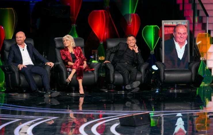 Gerry Scotti presente in collegamento durante la semifinale di Tu Sì Que Vales - meteoweek