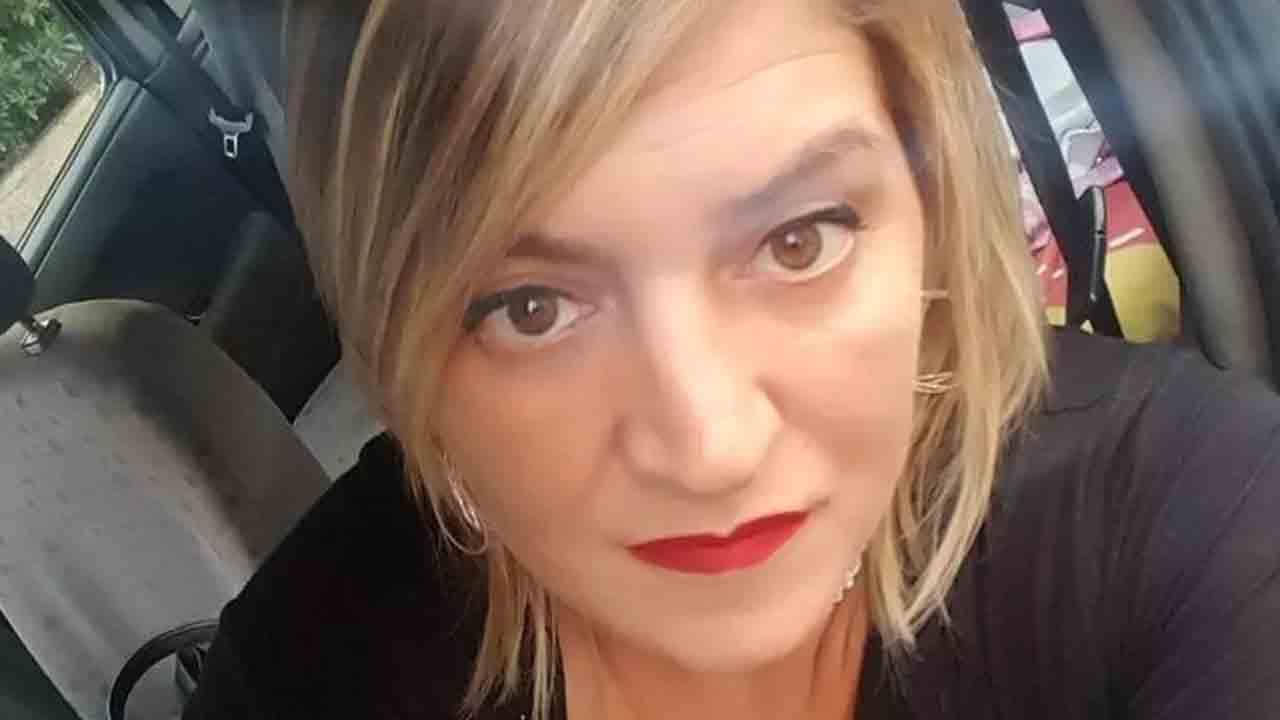 Melania muore nel sonno a 45 anni, lascia due figlie
