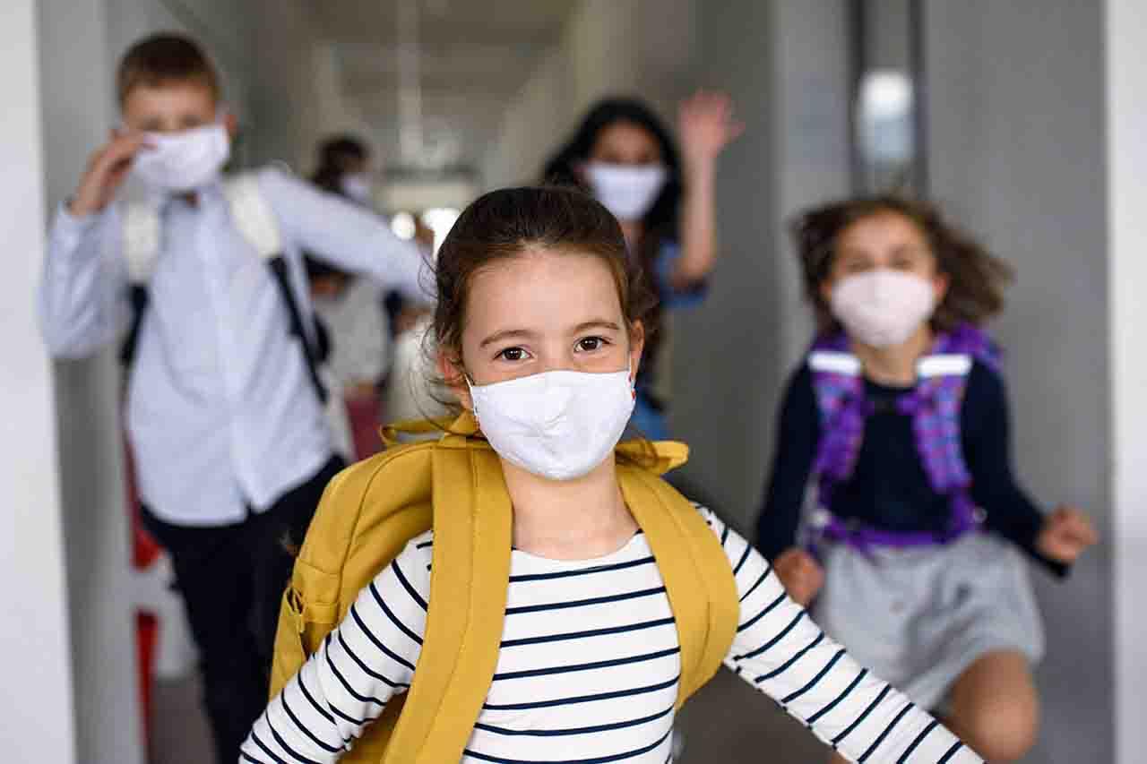 Milano ingressi a scuola scaglionati a gennaio
