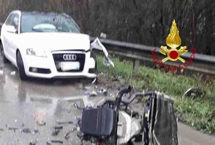 Tragico incidente stradale tra due auto