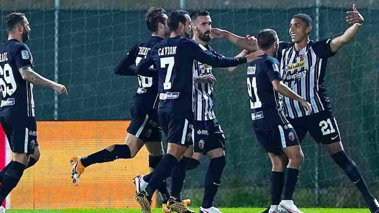 Ascoli, Abdelhamid Sabiri festeggia il gol su punizione alla Reggina, 20 ottobre 2020 (foto Instagram @abdelhamidsabiri)