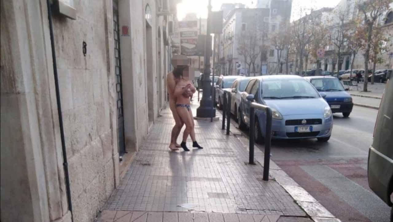 coppia-nuda-droghe-bari