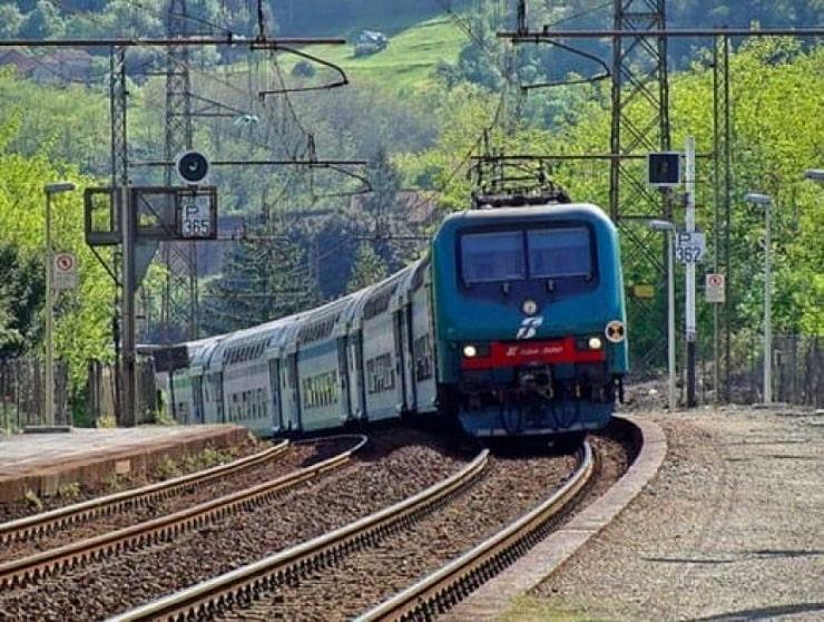 Un treno travolge due immigrati