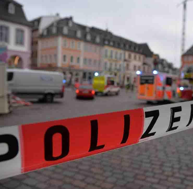 Treviri Germania auto contro la folla morti e feriti