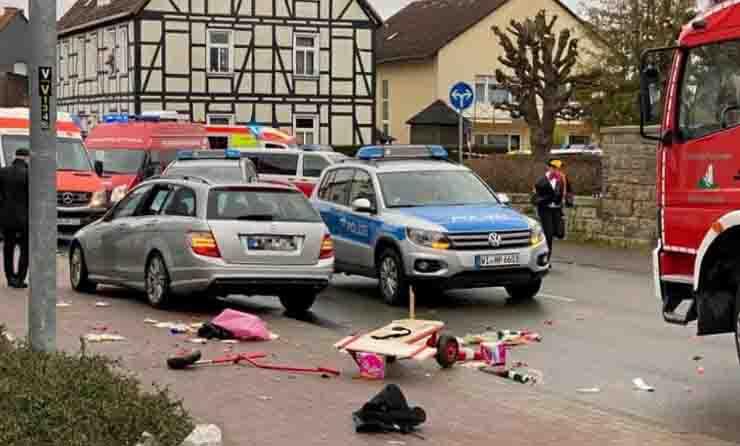 Treviri auto sulla folla morti e feriti in Germania