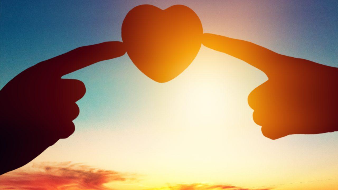 Amore di Dio dita cuore