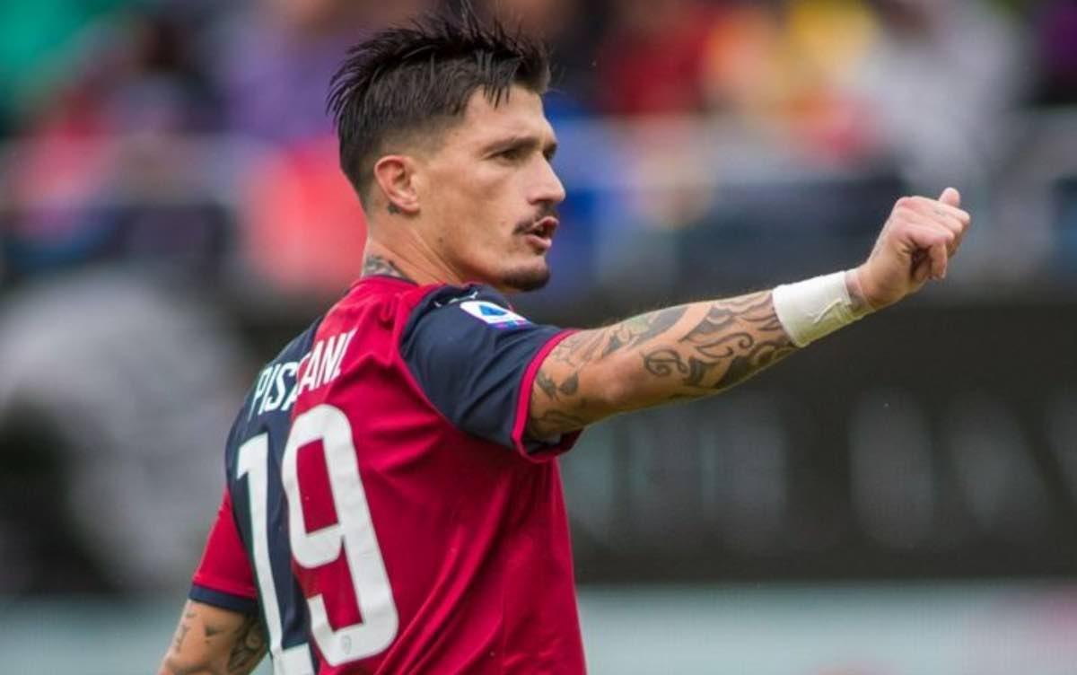 Fabio Pisacane saluta il Cagliari