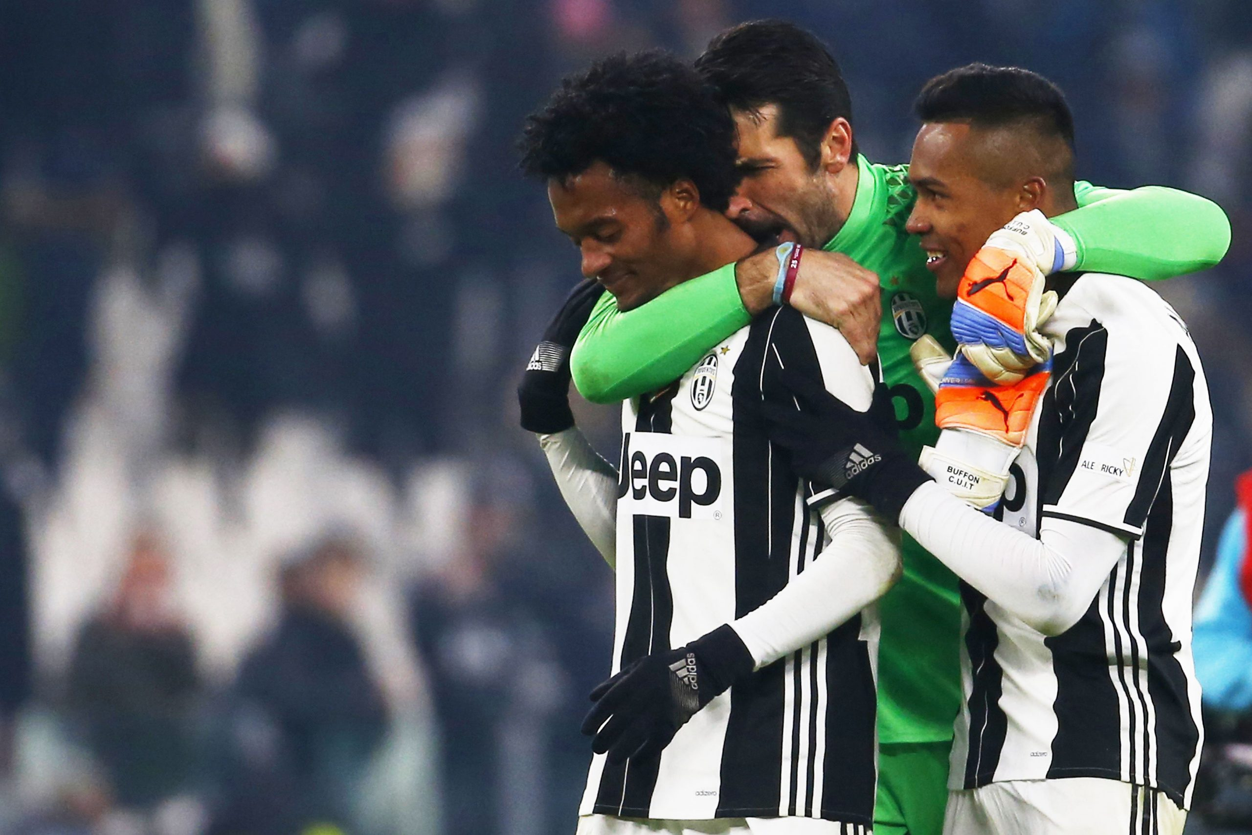 Cuadrado e Alex Sandro unici positivi al Covid? (Photo credit should read MARCO BERTORELLO/AFP via Getty Images)