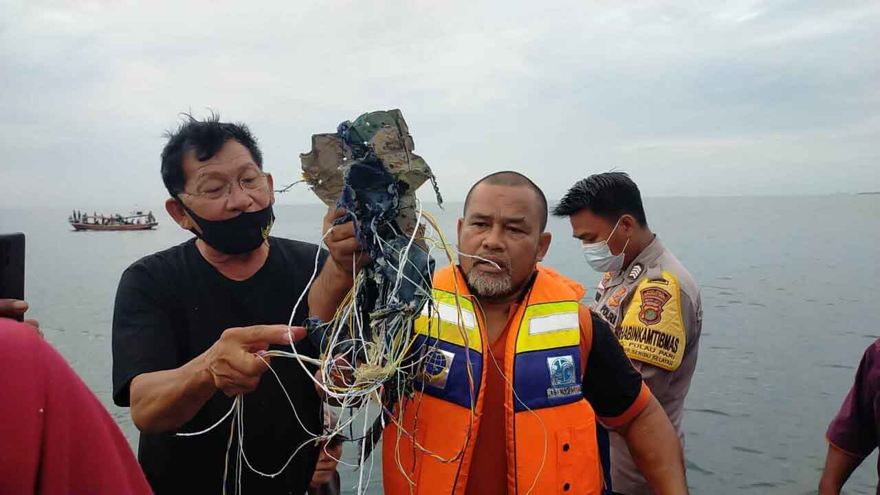 Sparisce dai radar il volo partito da Giakarta: aereo precipitato con 62  persone a bordo