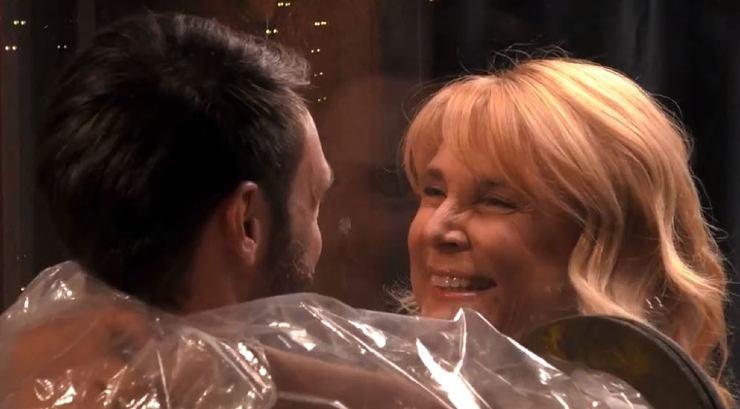La mamma Roberta riabbraccia il figlio Andrea al Grande Fratello Vip- meteoweek