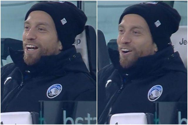 Gomez mentre canta l'inno della Juve (web)