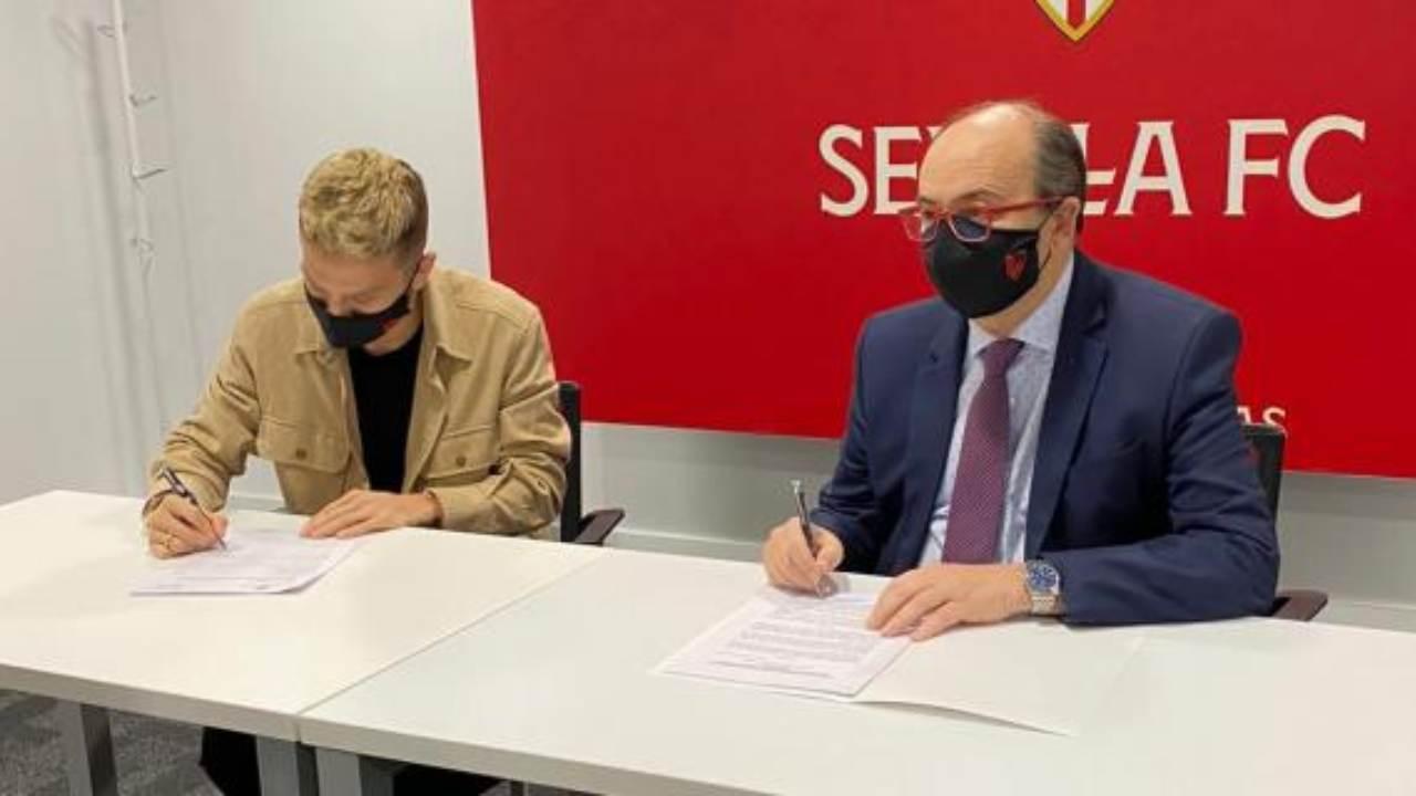 Siviglia, Papu Gomez firma il contratto con la squadra spagnola fino al 2024 (foto © Sevilla FC)