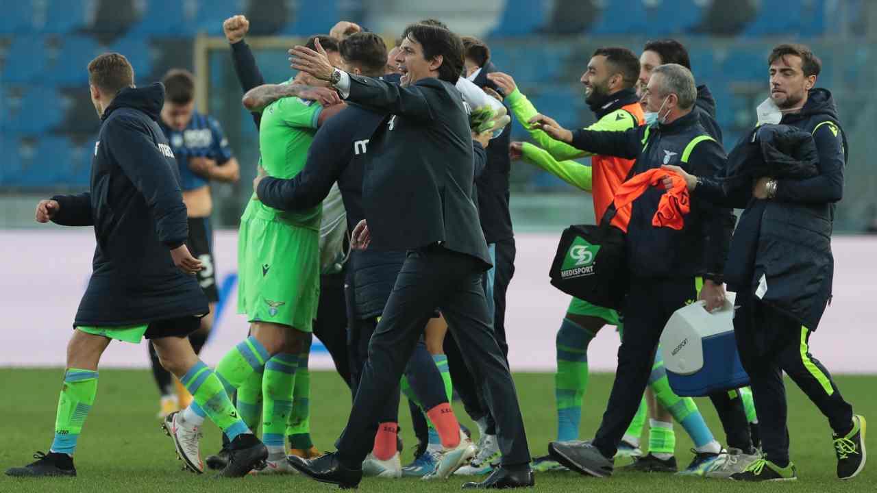 La gioia dei biancocelesti dopo la vittoria nella partita di Serie A Atalanta-Lazio del 31 gennaio 2021 (foto di Emilio Andreoli/Getty Images)