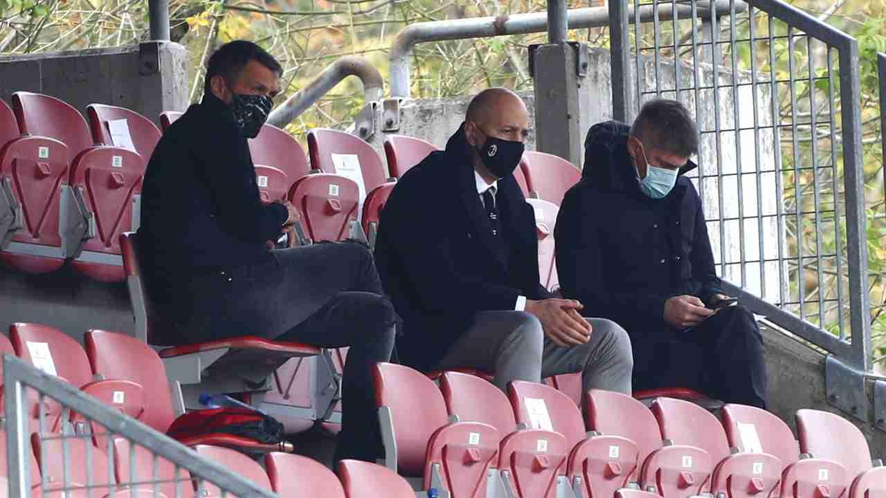 Milan, da sinistra: il direttore dell'area tecnica Paolo Maldini, il CEO Ivan Gazidis e il direttore sportivo Frederic Massara seguono la partita Milan Women-Inter al Centro Sportivo Vismara, 18 ottobre 2020 (foto di Marco Luzzani/Getty Images)