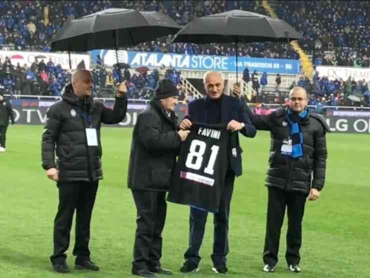 L'ex calciatore e talent-scout Mino Favini festeggia i suoi 81 anni con il presidente dell'Atalanta Percassi, anno 2017 (foto © Atalanta Bergamasca Calcio)