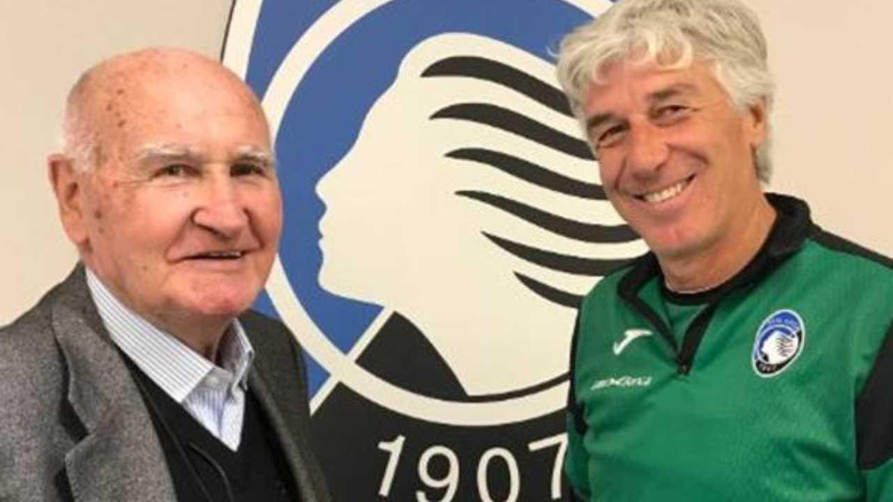 Da sinistra: l'ex calciatore e talent-scout Mino Favini con l'allenatore Gian Piero Gasperini nella sede dell'Atalanta, anno 2017 (foto © Atalanta Bergamasca Calcio)
