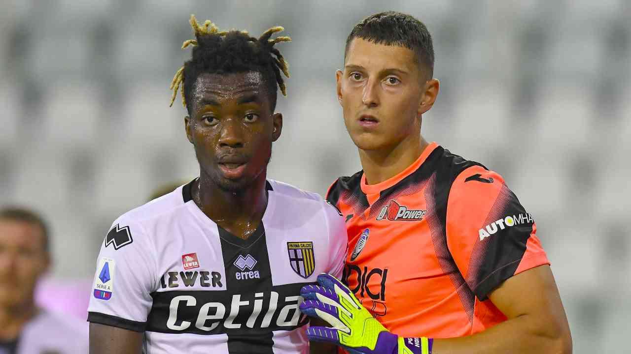 Da sinistra: l'attaccante Yann Karamoh del Parma ed il portiere Pierluigi Gollini dell'Atalanta, 28 luglio 2020 (foto di Alessandro Sabattini/Getty Images)