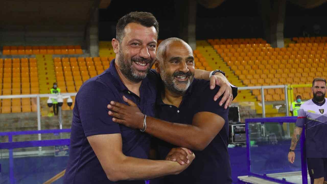 Da sinistra: Roberto D'Aversa e Fabio Liverani quando erano rispettivamente allenatori del Parma e del Lecce, 2 agosto 2020 (foto di Maurizio Lagana/Getty Images)