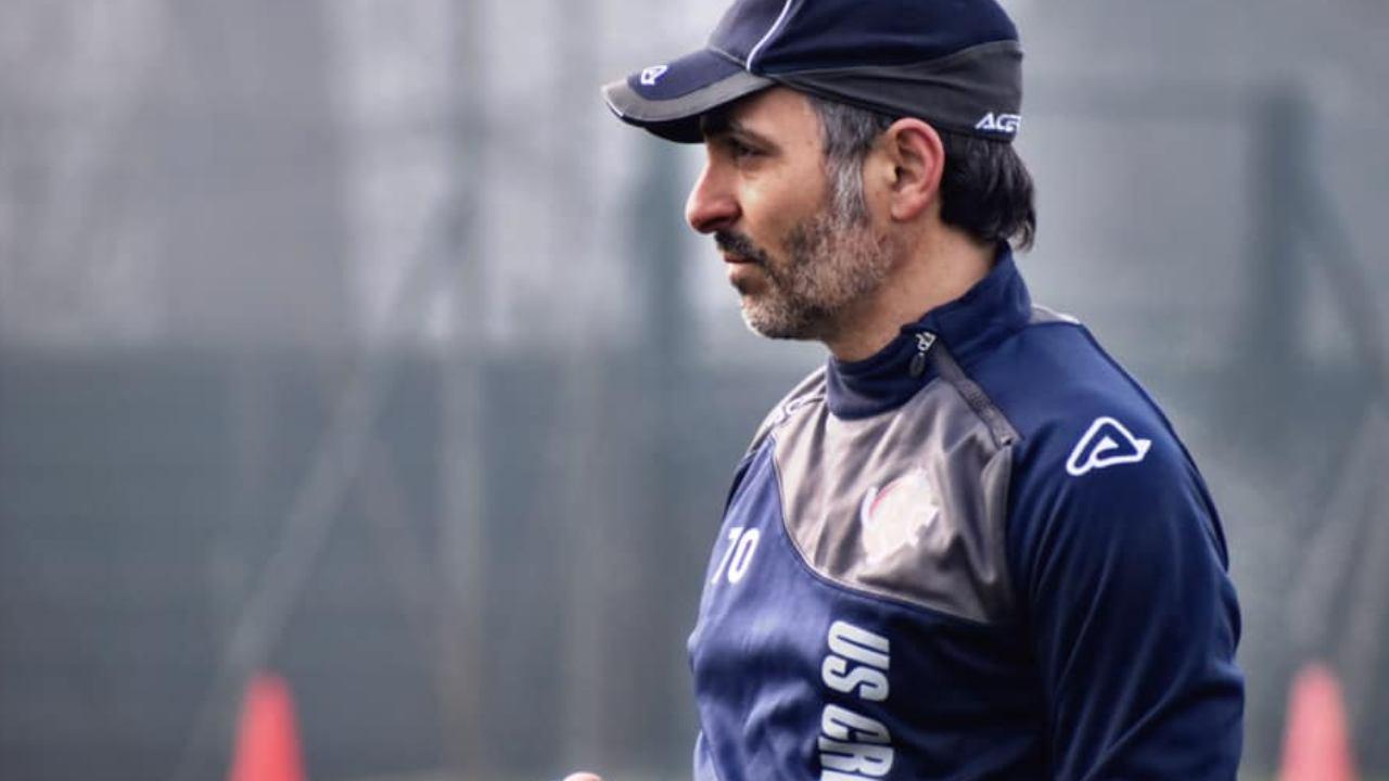 Cremonese, l'allenatore Fabio Pecchia a bordocampo durante gli allenamenti, 18 gennaio 2021 (foto © US Cremonese)
