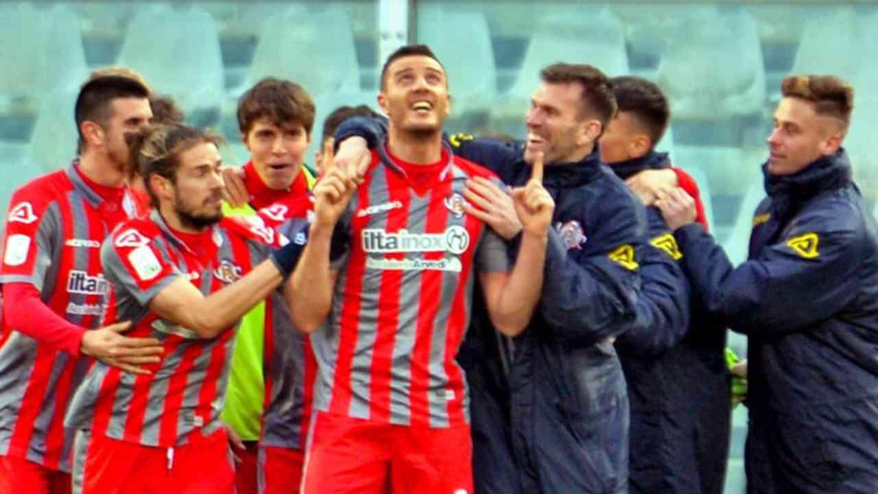 La Cremonese festeggia la vittoria 0-2 sul Pescara arrivata con il nuovo allenatore Fabio Pecchia (foto © US Cremonese)