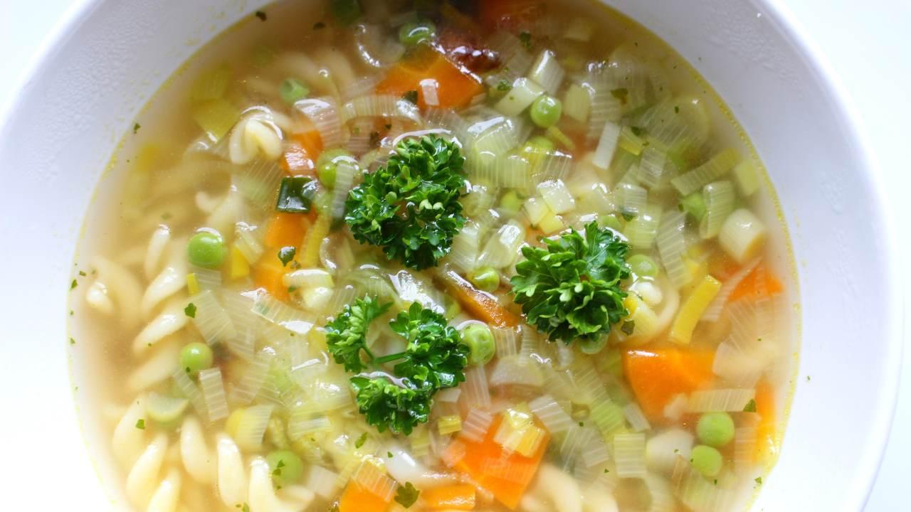 ricetta vegetariana zuppa di legumi