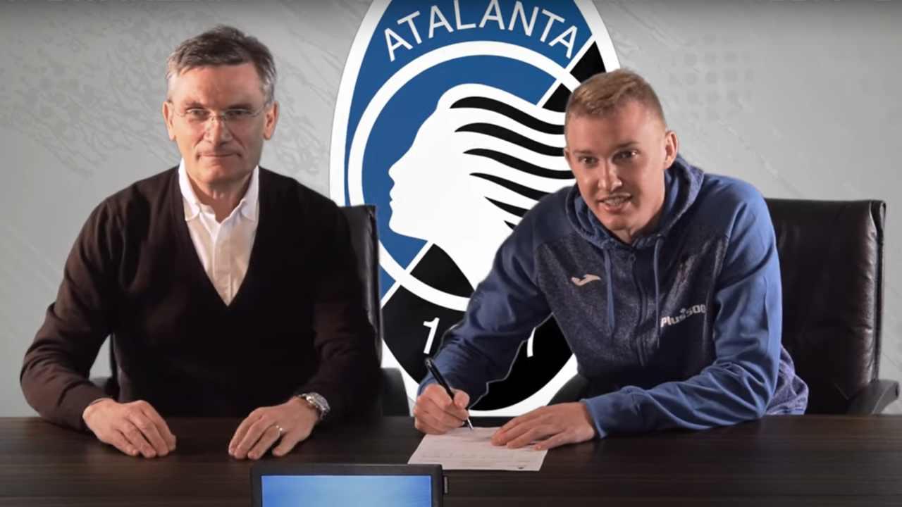 Atalanta,il trequartista Viktor Kovalenko firma il contratto di cessione dallo Shakhtar Donetsk, 1 febbraio 2021 (foto © Atalanta Bergamasca Calcio)