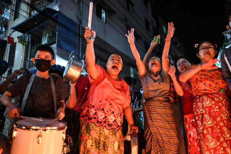 Ancora scontri in Myanmar: la polizia spara proiettili di gomma