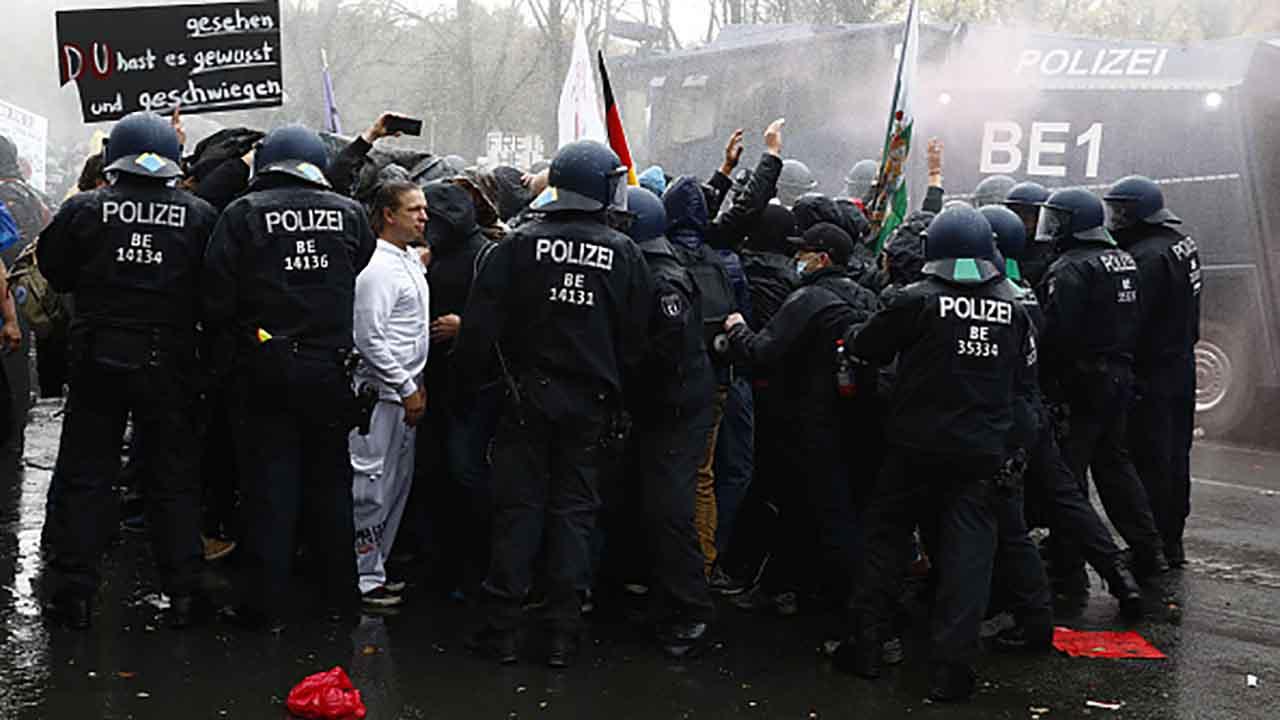 Covid scontri Vienna